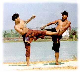 ญวณทอดแห ท่ามวยไทย ที่ใช้ปัดลูกถีบเตะสอดขาพับคู่ต่อสู้