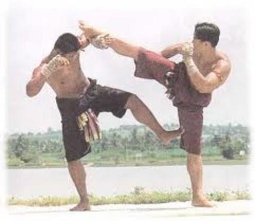 ทะแยค้ำเสา ท่ามวยไทย ใช้หลบหลีกเตะและถีบกลับที่ขาหลังคู่ต่อสู้