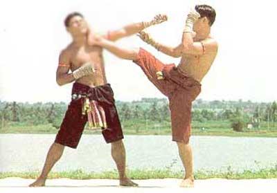 บาทาลูบพักตร์ท่ามวยไทย ใช้ปัดหมัดเตะตรงหน้าคู่ต่อสู้