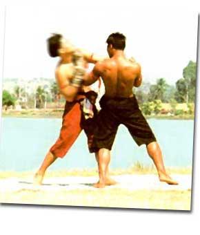 เอราวัณเสยงา ท่ามวยไทย ใช้แหวกชกเสยคางคู่ต่อสู้